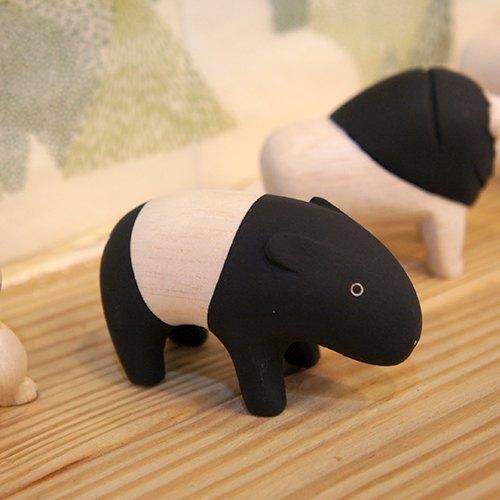 黑白条就像假装是熊猫一样, 超可爱的黑白装  忽然想起去动物园的dis