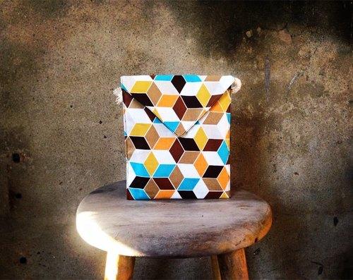 【側揹包/手機包/信封小包MINI Bag-立體幾何正方體特殊包款】