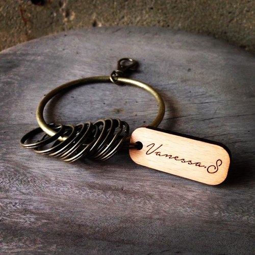 ►質感書寫文字設計款◄鑰匙圈/客製文字/守門人十扣大鑰匙圈-客製文字鑰匙圈