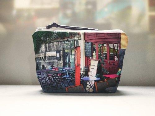 【好好去旅行】水餃型化妝包◆◇◆彩色椅子 我的咖啡與你◆◇◆