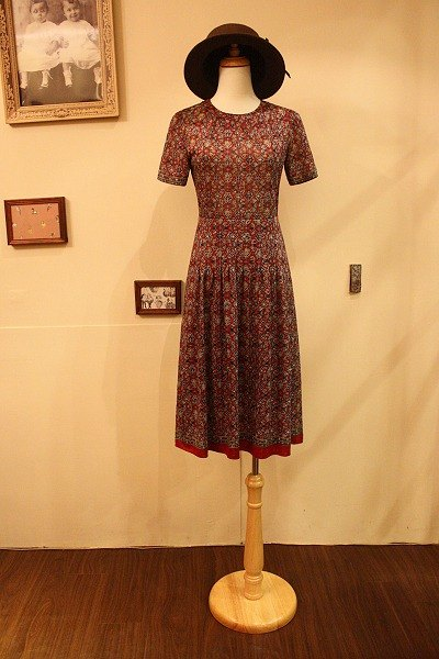 俄罗斯民族图腾花纹古董洋装