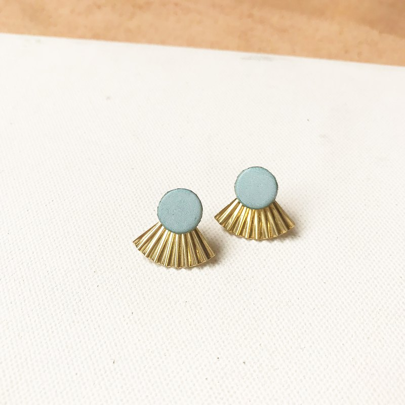 Leather earrings _ Japanese classical _ mint green (can be changed)