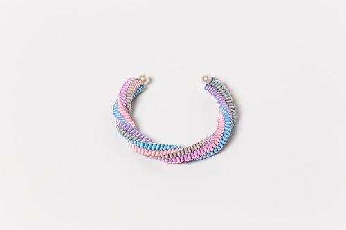 手工编织扭扭珍珠手镯