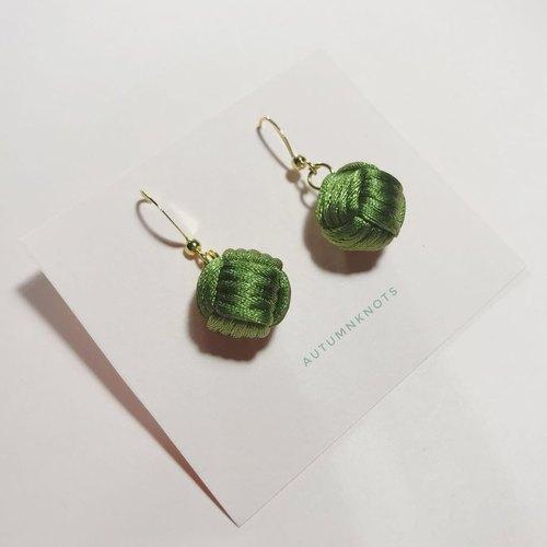 手工编织耳环橄榄绿猴拳结中国结耳饰knots