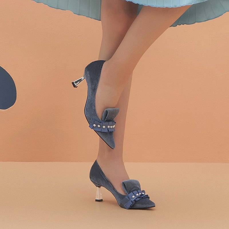HOA | Small Pointed Corduroy Pearl Pleated Heels | Blue | 5350 |
