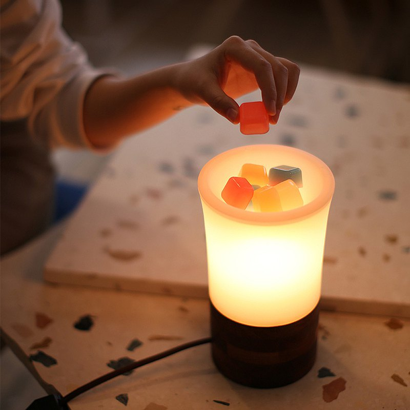 Fragrance melting wax night light