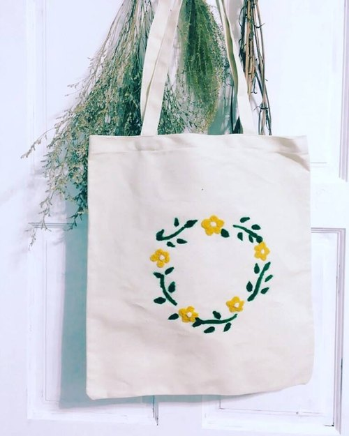 Handmade wool felt wreath Tote