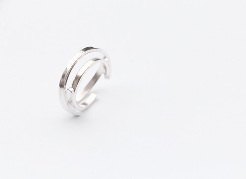 SUZANNE LAU⎮ simple lines series ⎮ Silver Ring ⎮circle in cirlce V ring