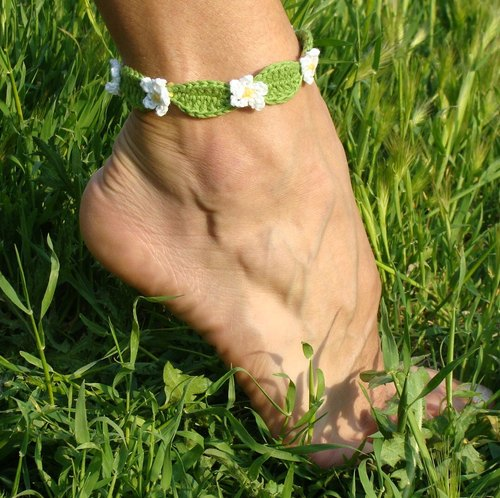 Foot bracelet, flowers wrap bracelet, barefoot jewelry, crochet flowers and leaves anklet bracelet
