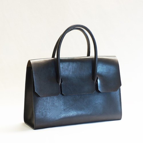 Minimalist vegetable tanned handbag