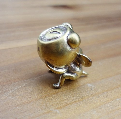 Small bee brass hand for small occasional healing