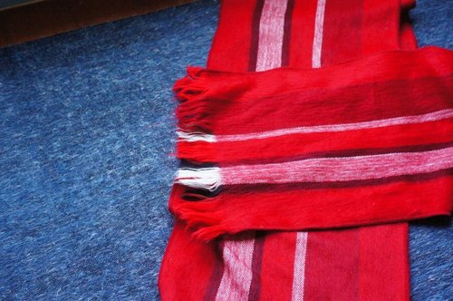 Vista [knowledge], South America, handmade alpaca scarves ‧ red