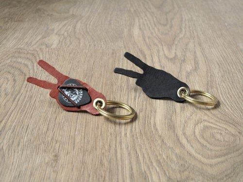 Guitar Pick holster. Keychain x to victory ahead WIN x leather + brass Keychain (Black)