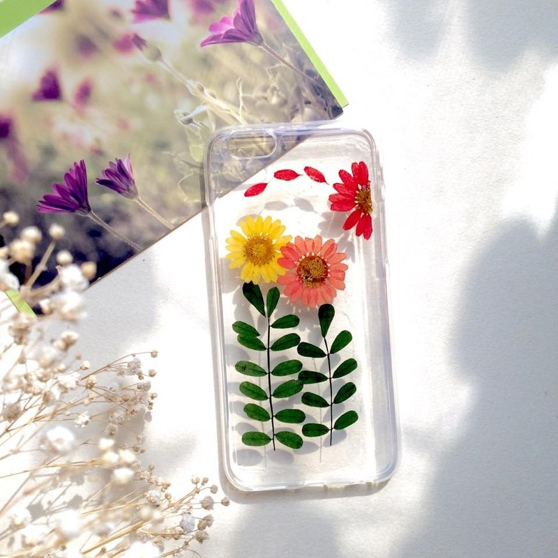After years of hand-made pressed flower phone shell ::