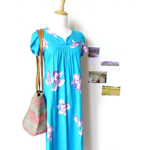 BajuTua / vintage / turquoise hibiscus Hawaii long dress (with color / rare beauty products)