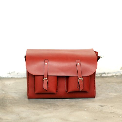 Hand-stitched leather shoulder bag / messenger bag / oblique backpack
