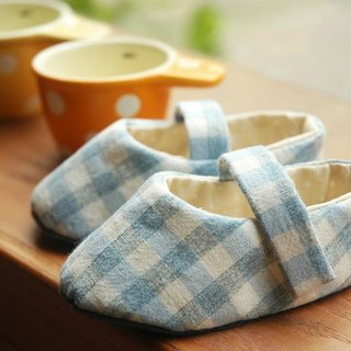 Light blue lattice baby shoes