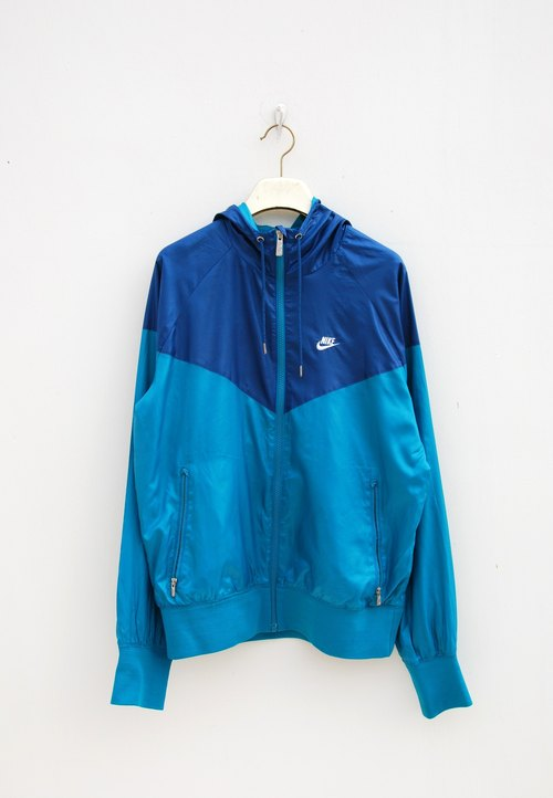Nike sports jacket windproof
