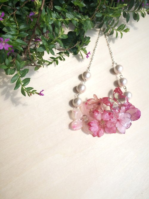 *Haku‧Neko*Butterfly's really flourishing pink flower necklace