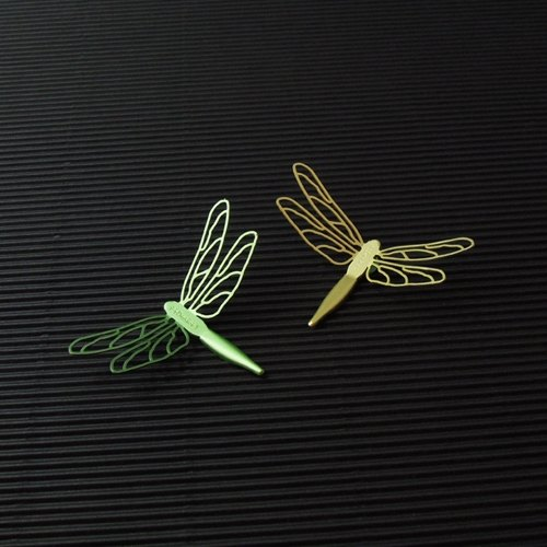 Desk + 1 │ Mans dragonfly magnet group (2 installed) -C