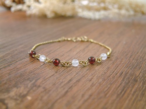 Retro elegant brass wind ~ Moonstone garnet beads gift birthday gift