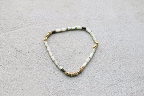 < ☞ HAND IN HAND ☜ > jade - triangular rice balls bracelet (0309)