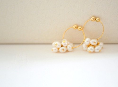 Ear clip earrings white pearl ring