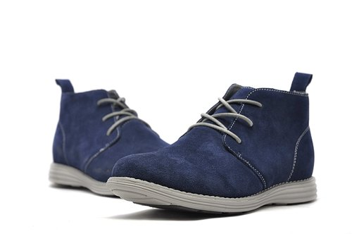 Hau Temple yield functional lightweight, breathable suede desert boots blue