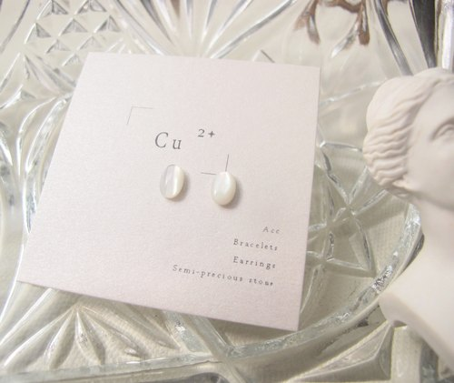 ▹ pure natural white shell one pair of small earrings ◃