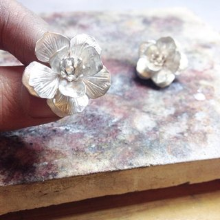 Silver dimensional flower earrings