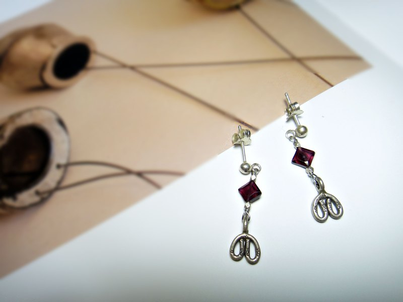 earring. 925 sterling silver * cut face red garnet earrings
