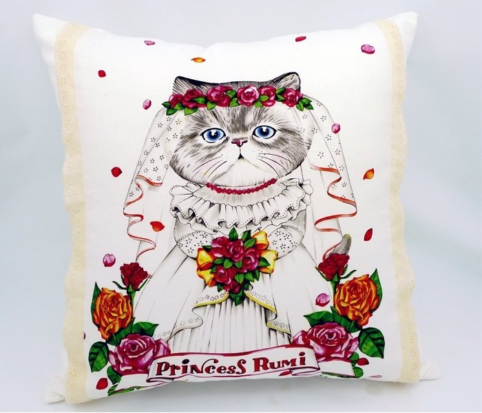 Romantic bridal kitty pillow lace trim
