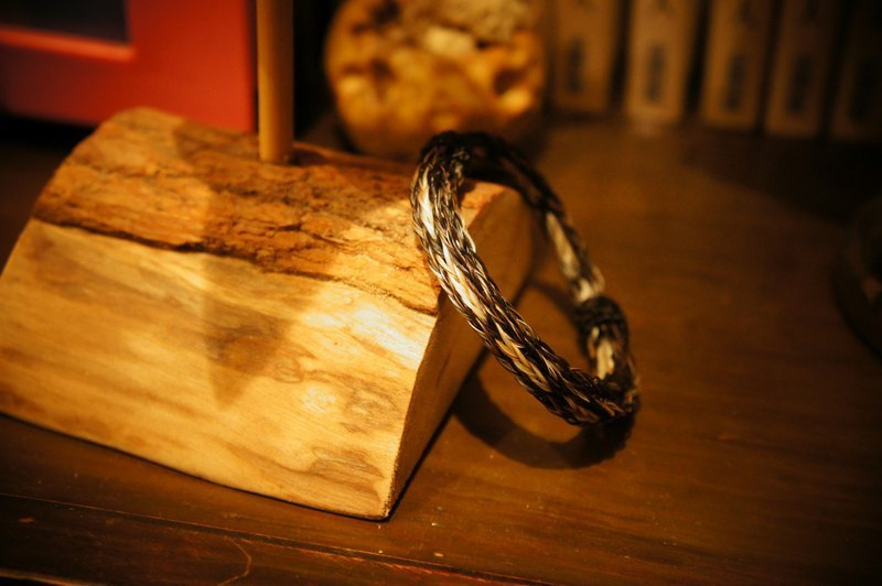 Vista [knowledge], South America, Indian hand-woven bracelet (made of horsehair) - a fine limited edition single
