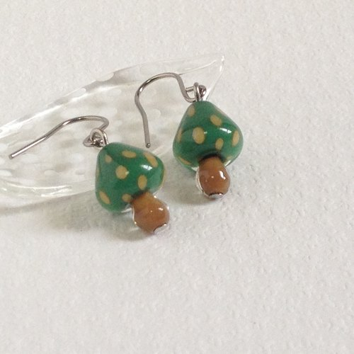 GLASS * きのこピアス(green×yellow dot)