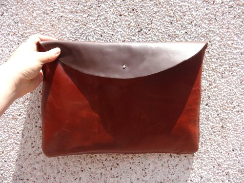 Dual-sided person - Trade with one-sided waxy leather clutch