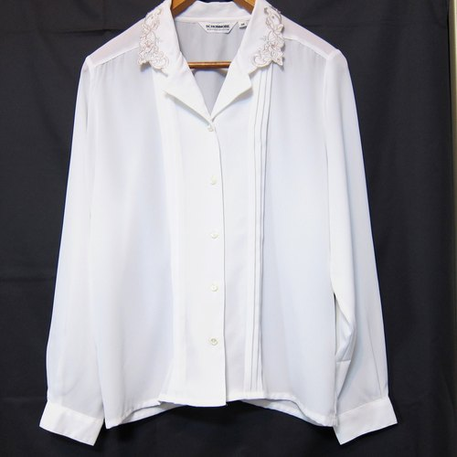 ✵ ✵ white い spring white embroidered collar folding line long-sleeved shirt vintage