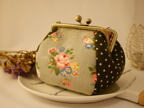 Green tea little x Kyoto rose square mouth gold purse