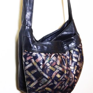 When vintage [antique leather bag embossed geometric metal color] abroad antique bag back VINTAGE