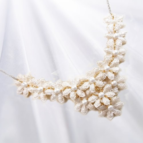 Classic lace necklace pure water