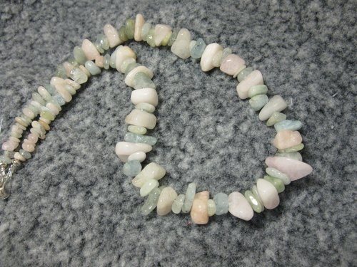 Color crystal pillar (also known as Morgan stone) necklace, lovely atmosphere ~ Morganite