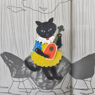 [Romantic] play ukulele lover of black cats. Bookmark gift cards.