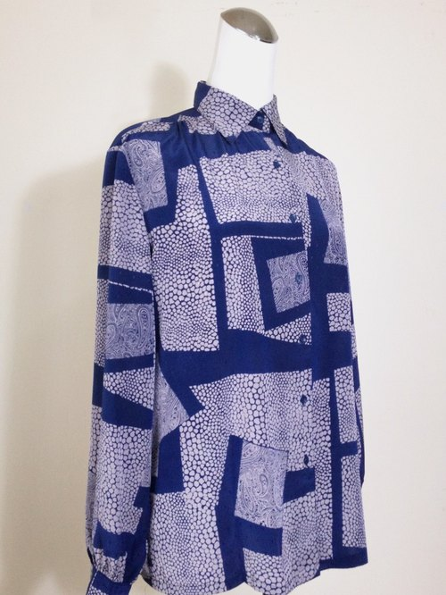 When vintage [geometric totem antique blue light shirt] abroad back to vintage shirt VINTAGE