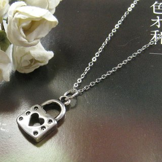 Carefully lock necklace (Christmas)