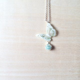 * Haku‧Neko * White pattern light green hand-painted butterfly mint green glass ball necklace