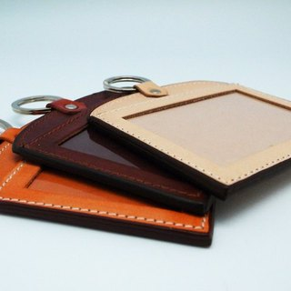 Horizontal hand dyed leather badge clip (available when the travel card / ticket jacket)
