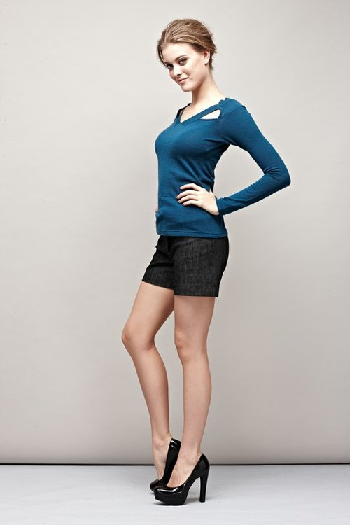 Scapula bare V-neck knit sweater Scapula Cut Sweater