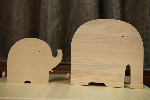 Handmade wooden elephant piggy bank (large)