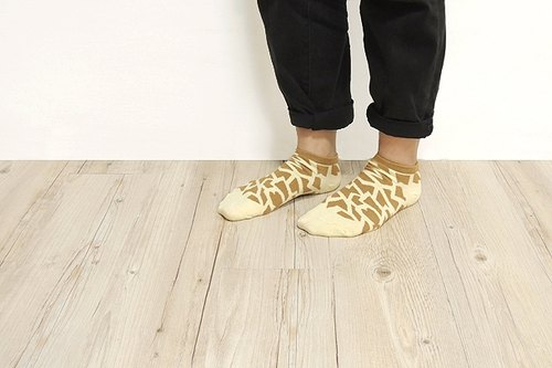 """ H-ZOO "" giraffe markings ankle socks"