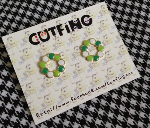 CutFing-- Disney Collection Beholder matching earrings