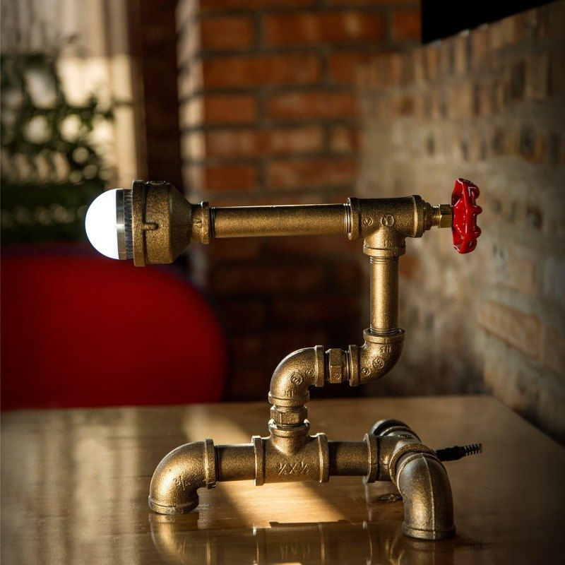 Carpenter [valve] loft minimalist industrial style retro personalized wine cafe decorative table lamp creative LED pipes